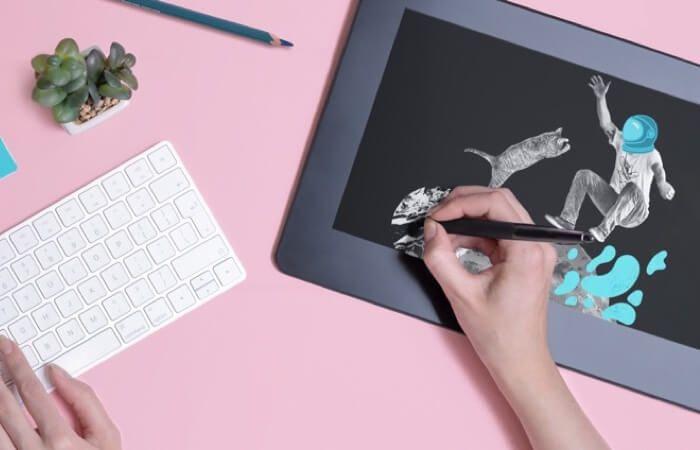 diseñador gráfico creando un diseño en una tablet
